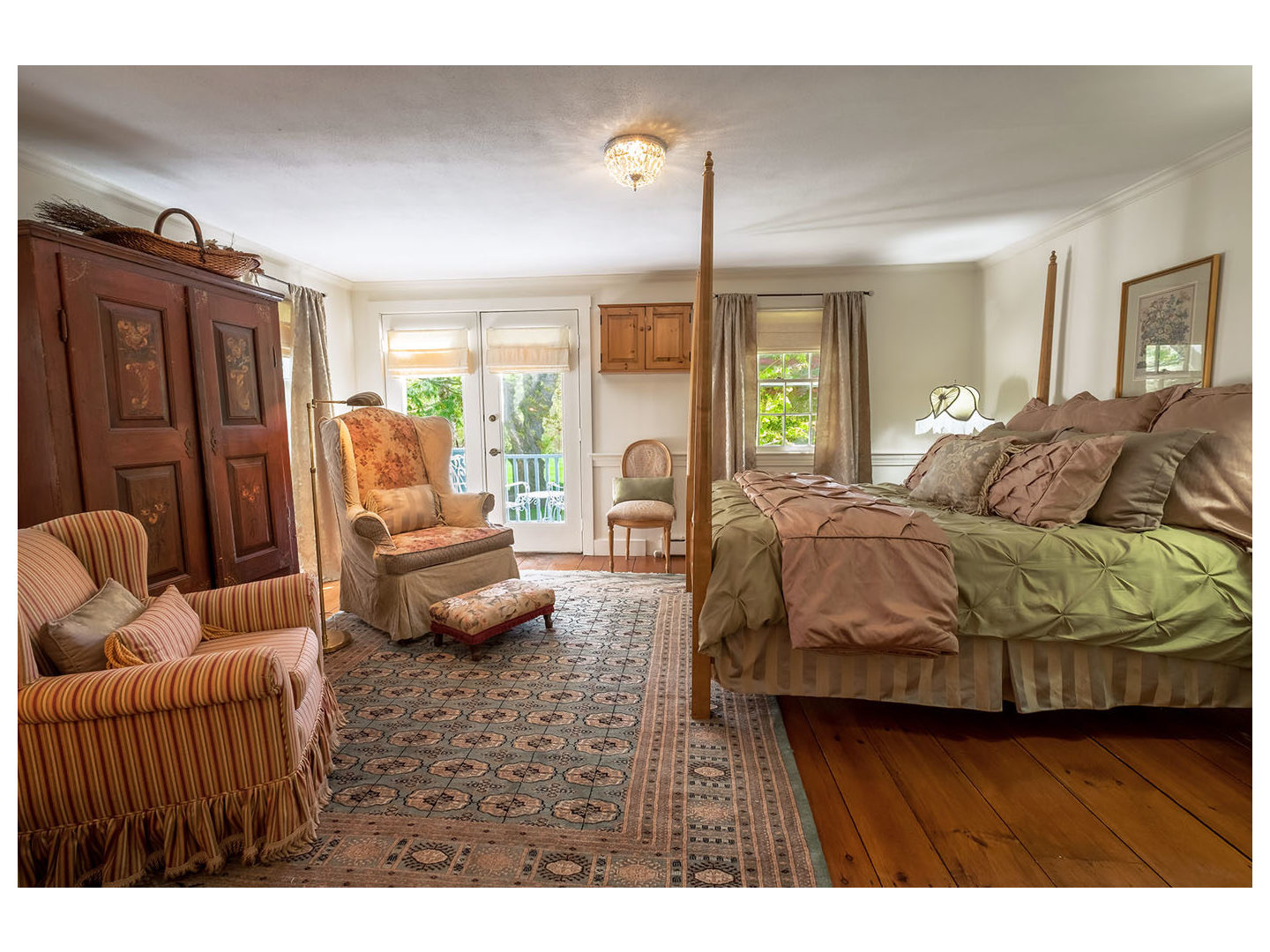 A bedroom with a bed in a room at Hartwell House Inn.