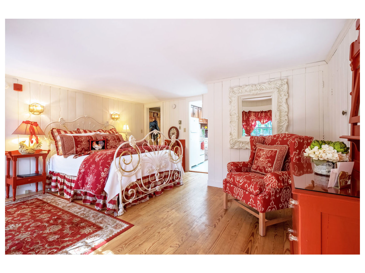 A living area with red and white furniture at Hartwell House Inn.