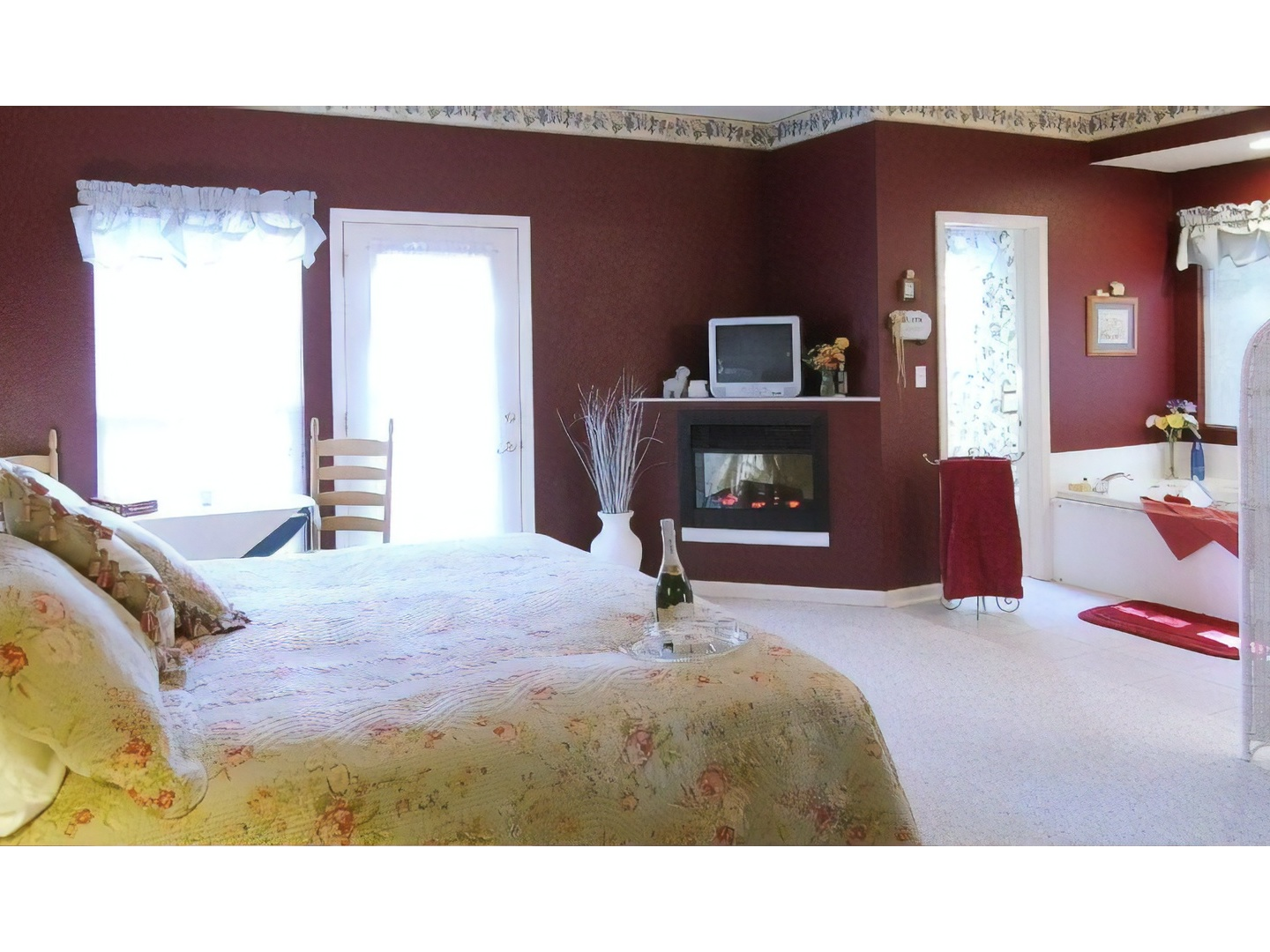 A bedroom with a large bed in a room at Inn At Harbour Ridge Bed and Breakfast.