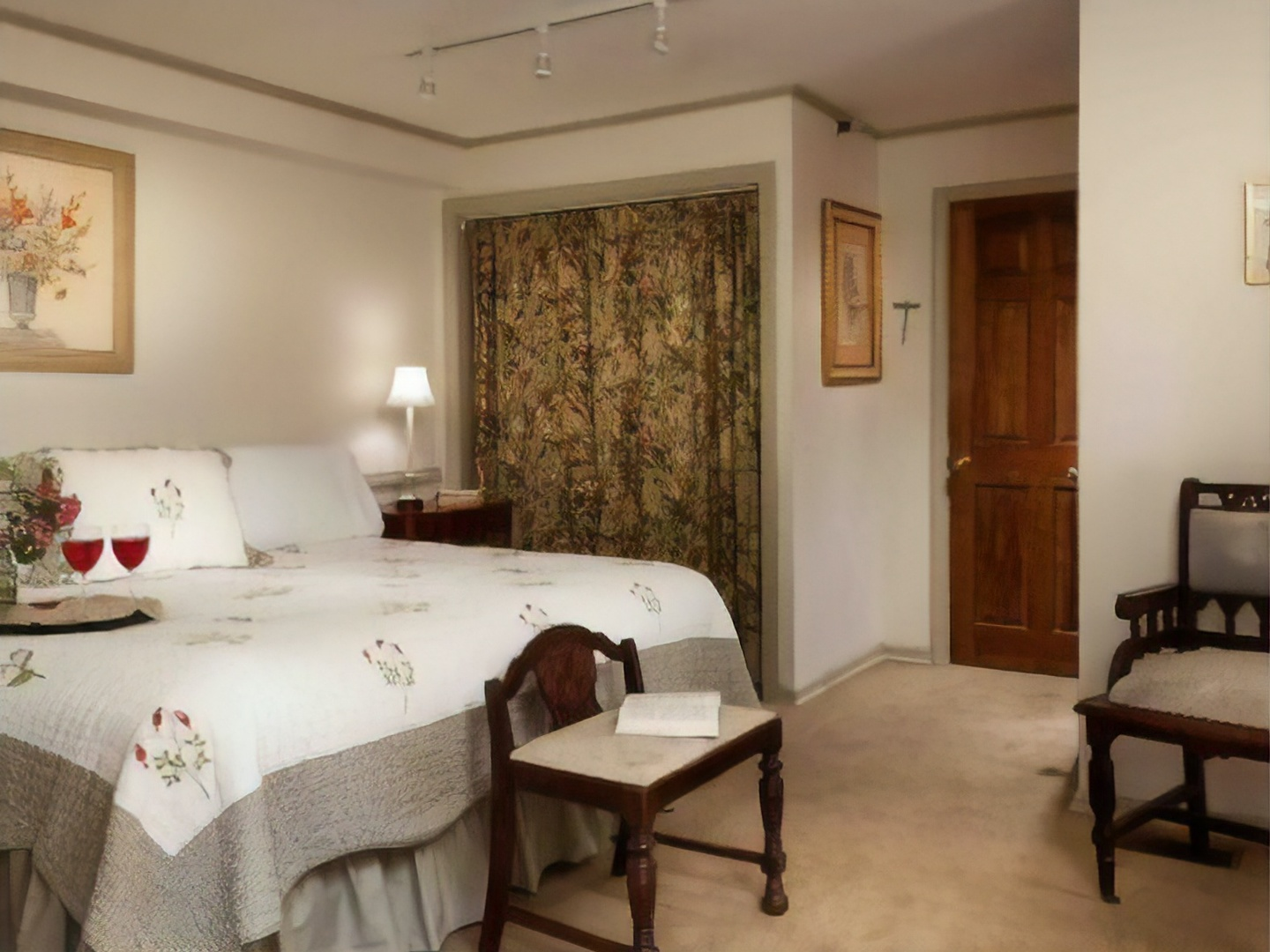 A bedroom with a large bed in a hotel room at The Rookwood Inn.