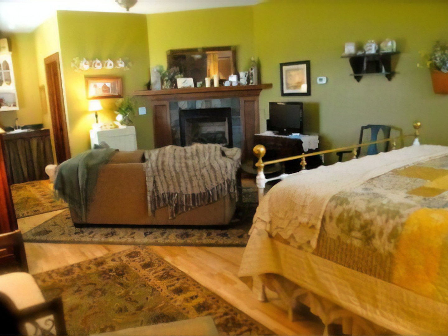 A bedroom with a bed in a hotel room at Longview Farms Bed & Breakfast Carriage House.