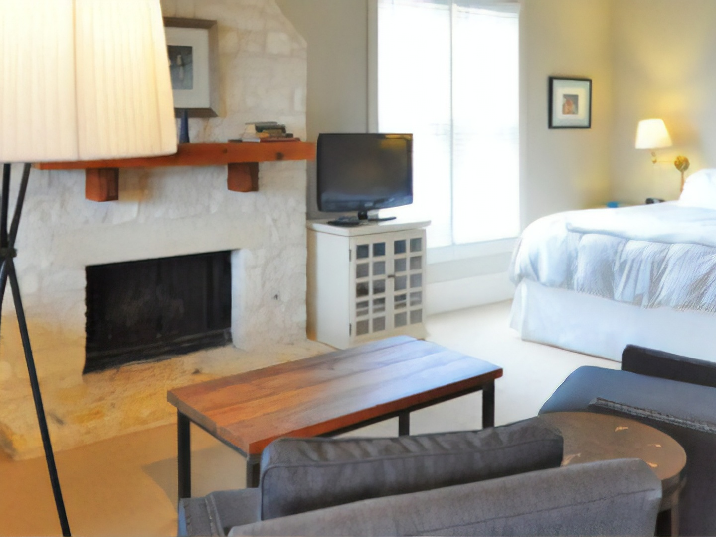 A living room filled with furniture and a fireplace at Sage Hill Inn & Spa.