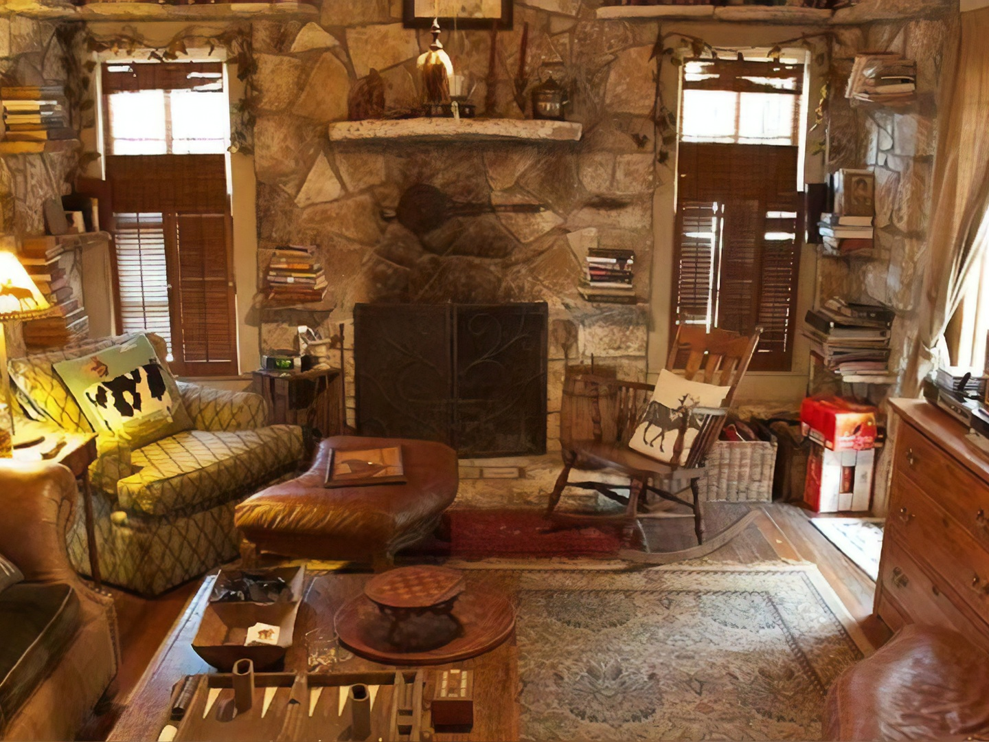 A living room filled with furniture and a fire place at Country Woods Inn.