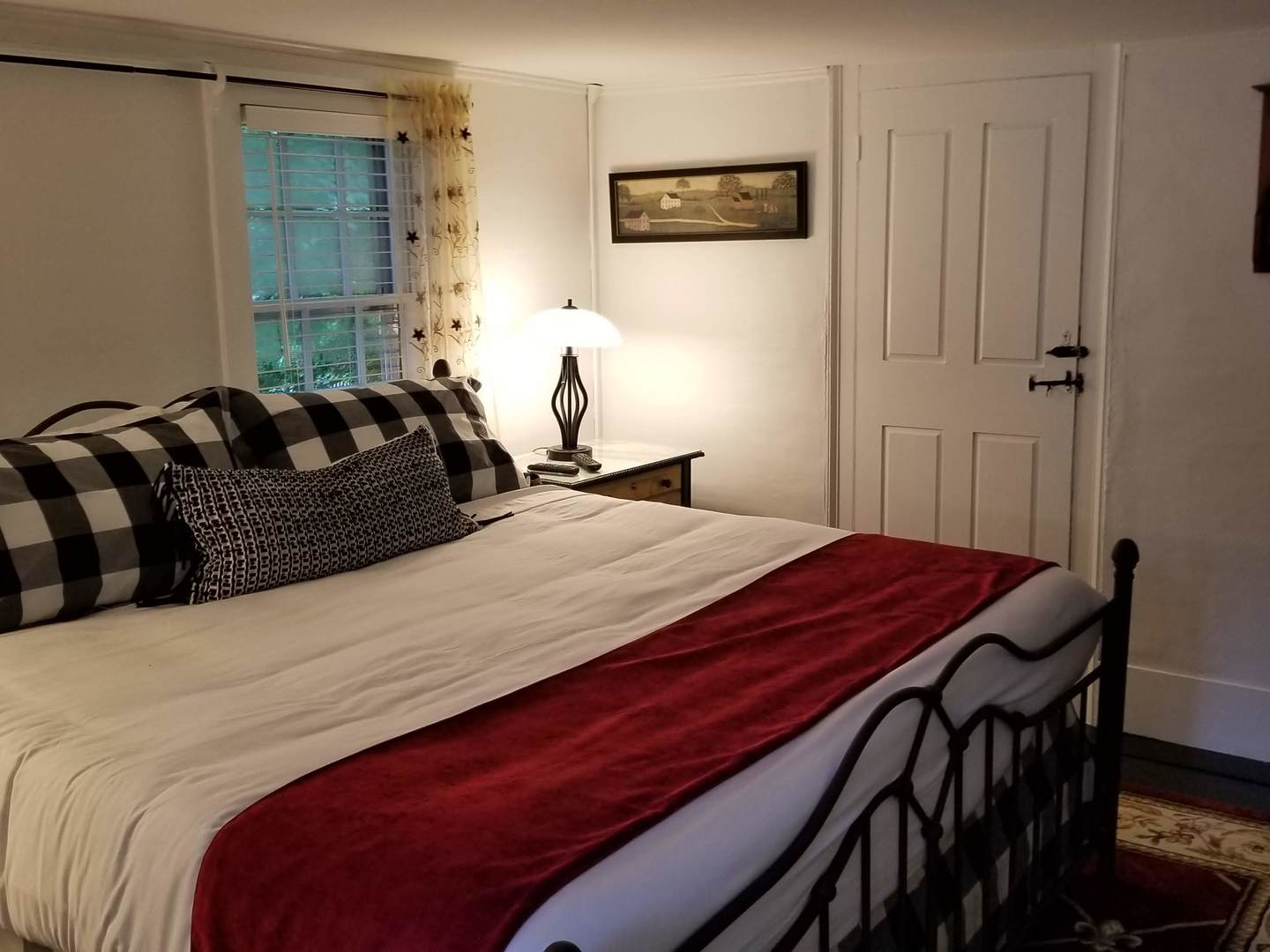 A bedroom with a large bed in a hotel room at Inn on Main.
