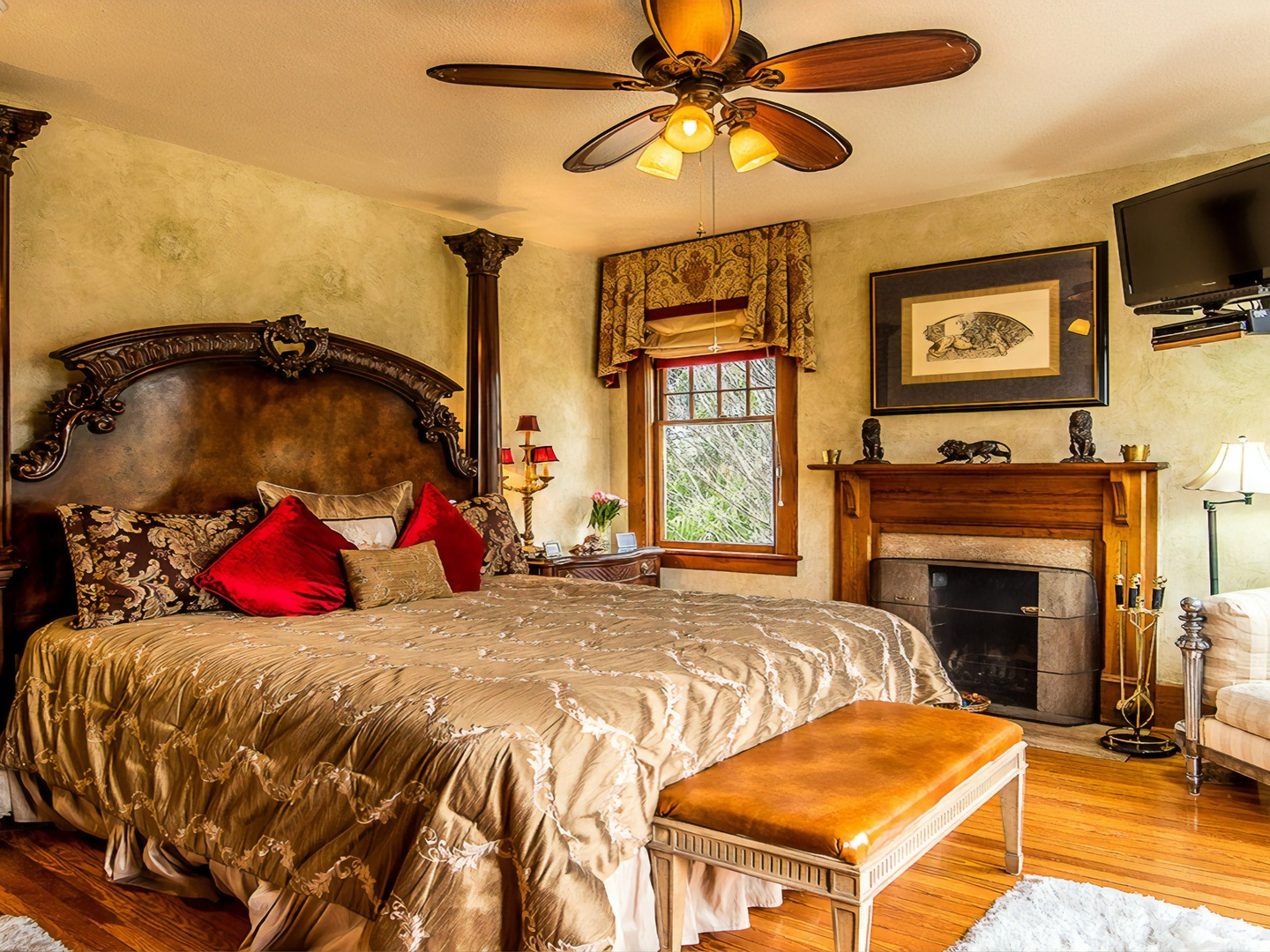 A living room with a bed and a fireplace at Cumberland Falls Bed and Breakfast Inn.