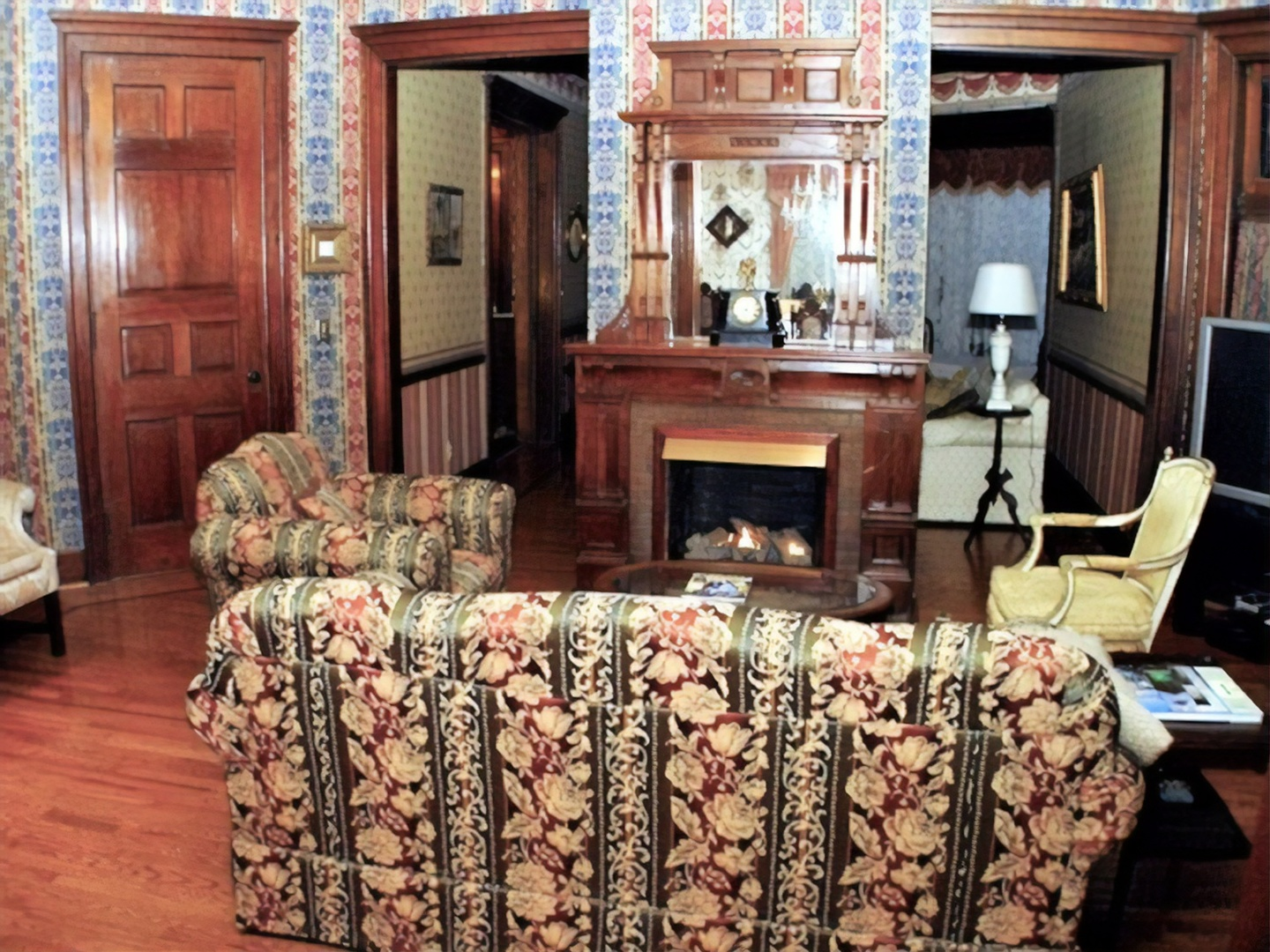 A living room filled with furniture and a fireplace at Herrold on Hill Bed and Breakfast.