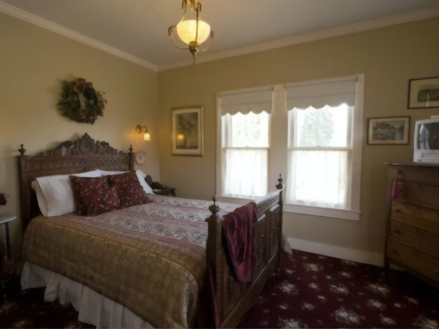 A bedroom with a large bed in a hotel room at Jacksonville's Magnolia Inn.