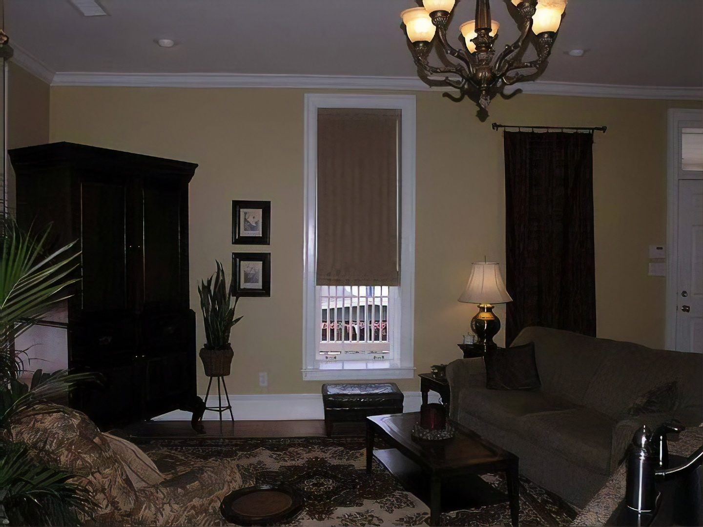 A living room filled with furniture and a fireplace at Court Square Inn Bed & Breakfast.