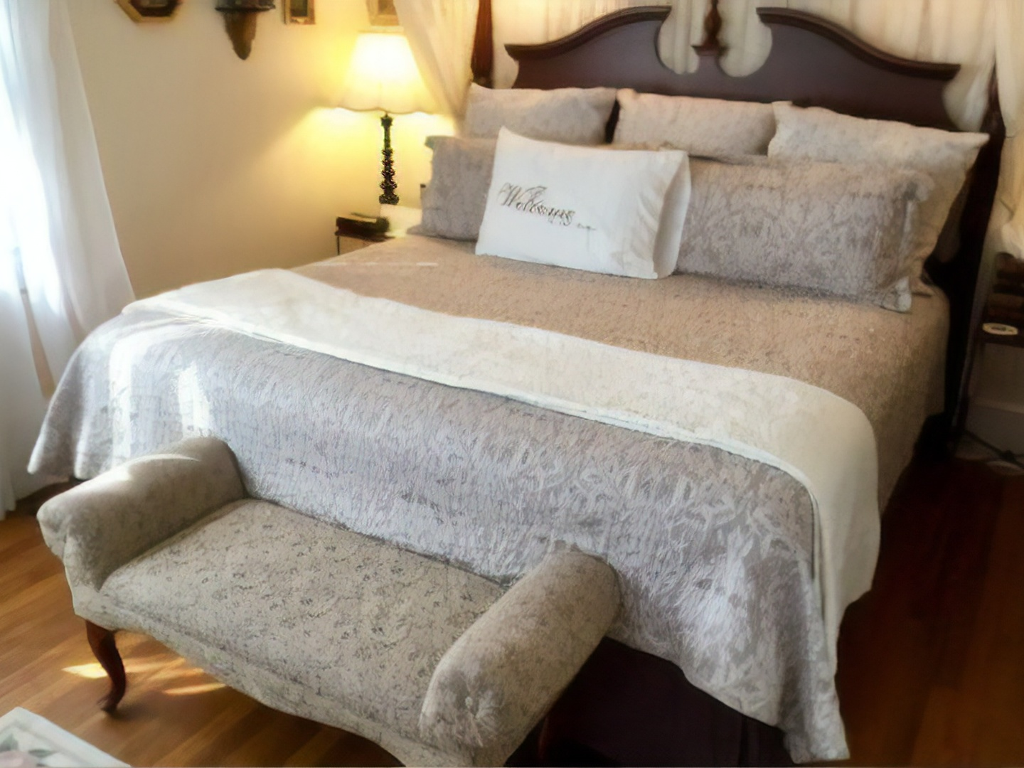 A double bed in a hotel room at Abbington Green Bed & Breakfast Inn.