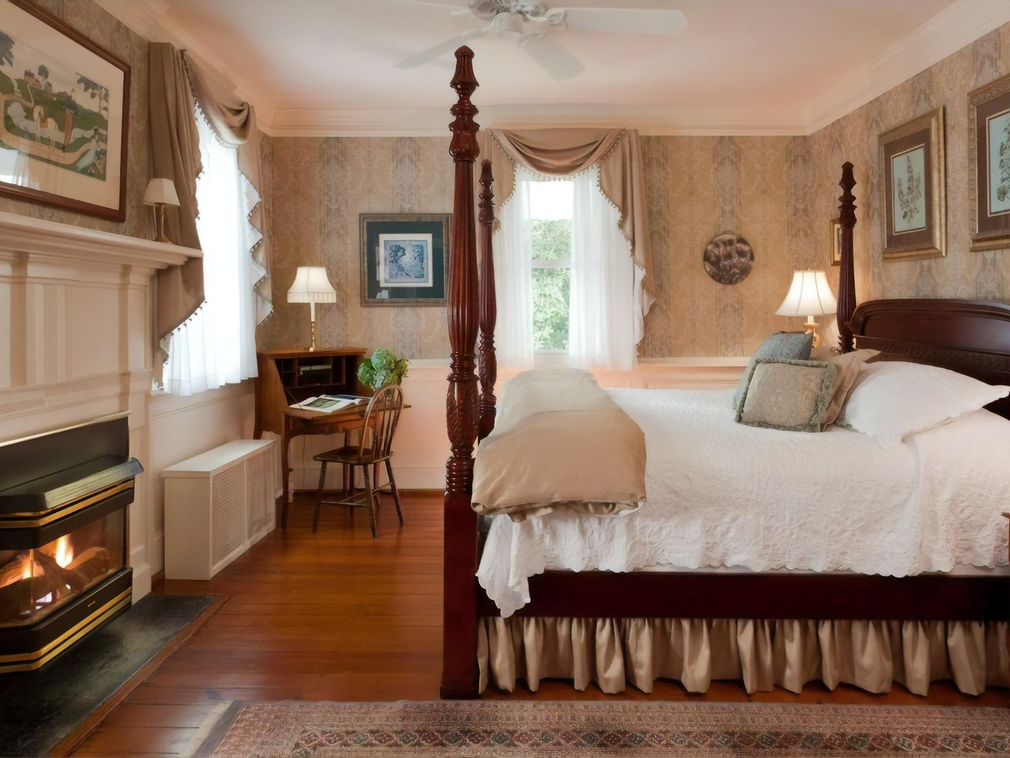 A bedroom with a large bed in a room at Arrowhead Inn.