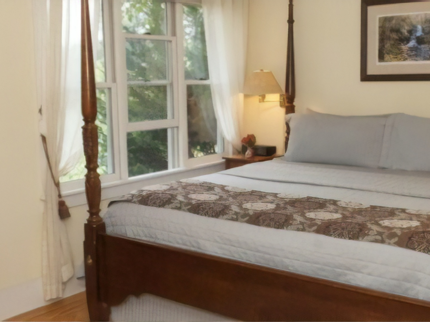 A bedroom with a bed and a window at The Orchard Inn.