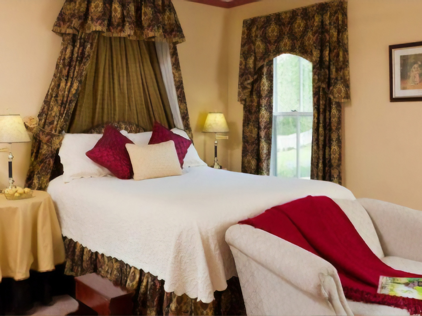 A double bed in a hotel room at Afton Mountain Bed & Breakfast.