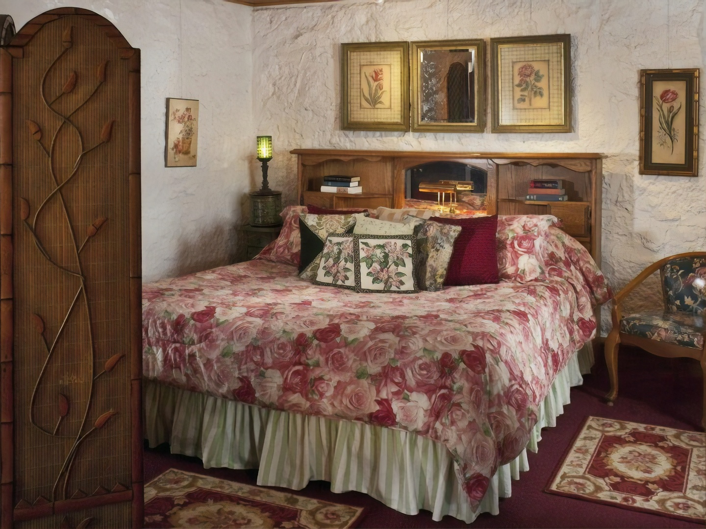 A bedroom with a bed in a room at Cliff Cottage Inn - Boutique Hotel and Bed & Breakfast.