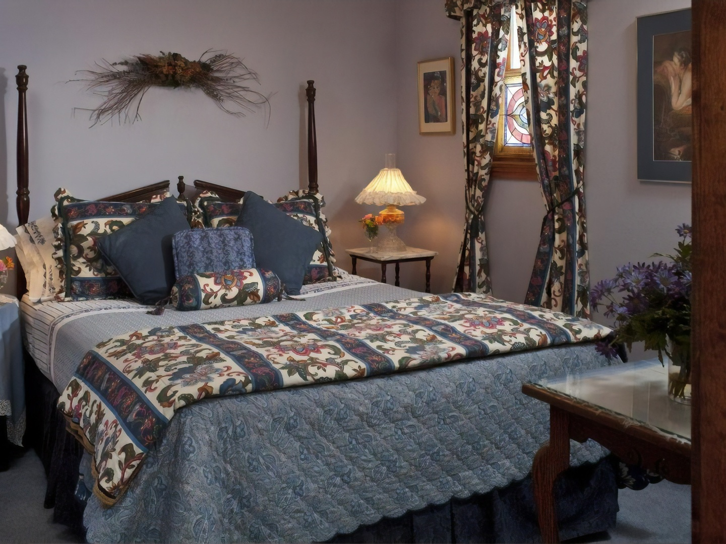 A bedroom with a bed and a chair in a room at Cliff Cottage Inn - Boutique Hotel and Bed & Breakfast.
