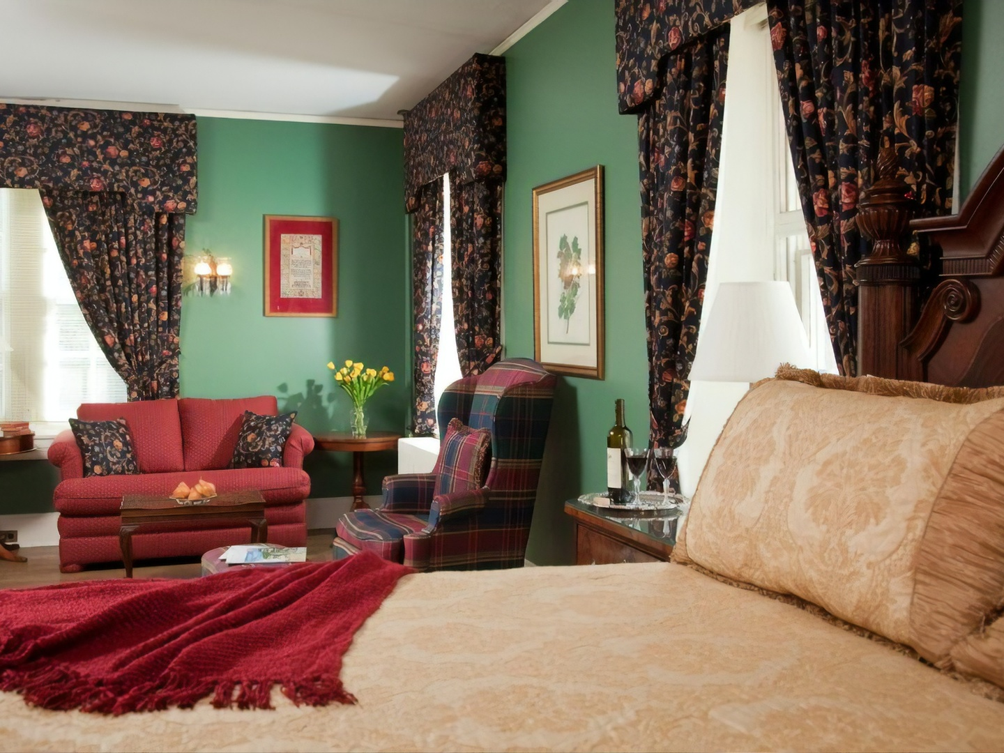 A living room filled with furniture and a red rug at Hamanassett Bed & Breakfast.