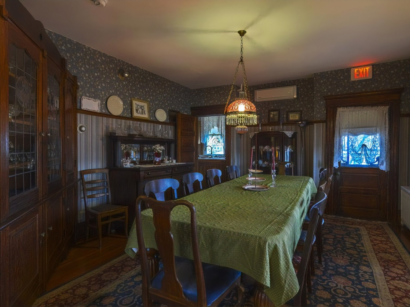 A view of a living room at Candlelight Inn Bed & Breakfast.