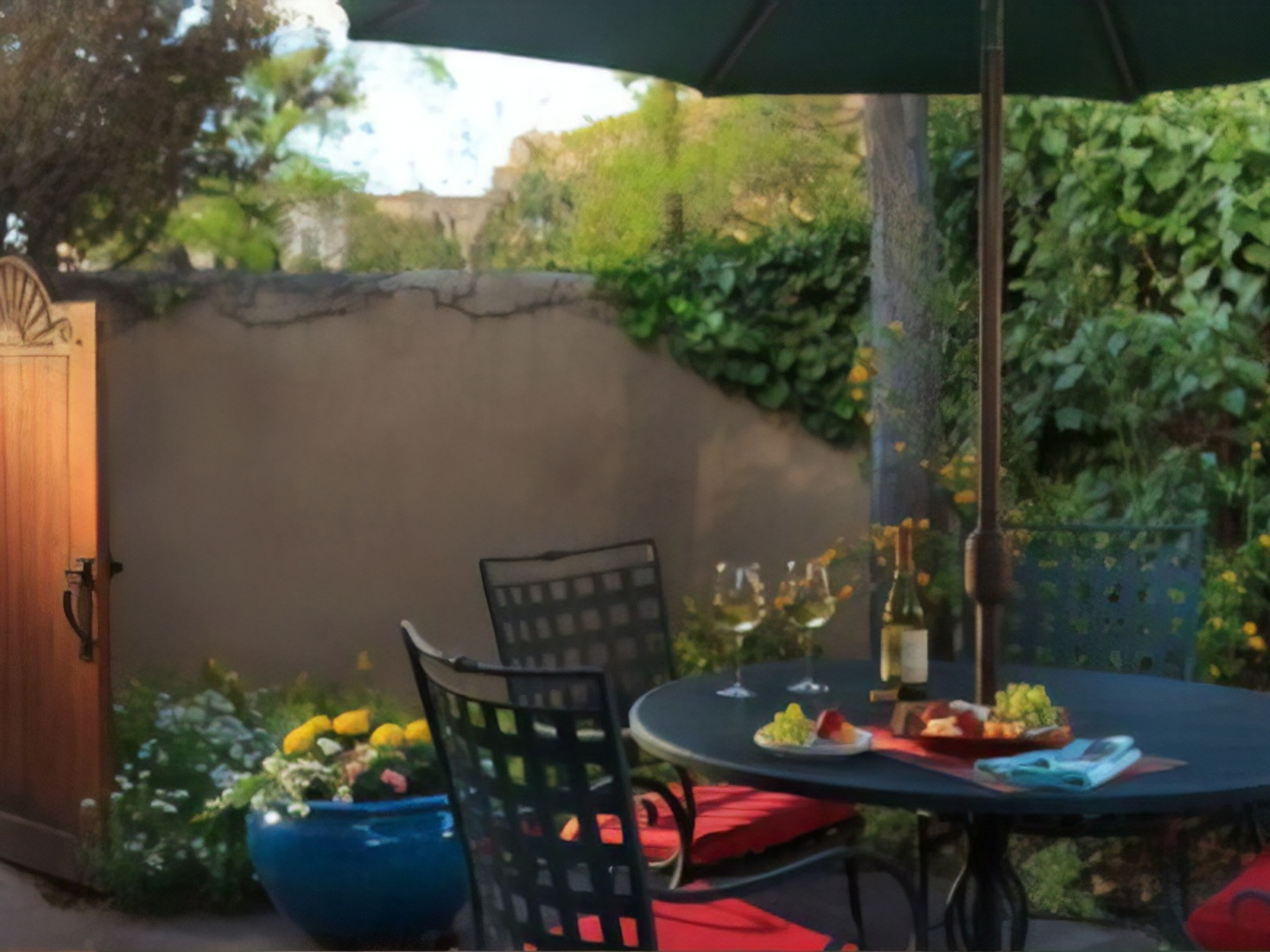 A table topped with a blue umbrella at El Farolito Bed & Breakfast.
