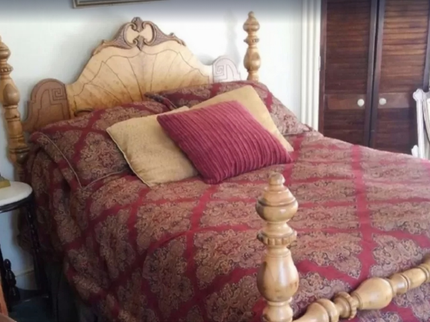 A made bed in a room at The Sea Gypsy.