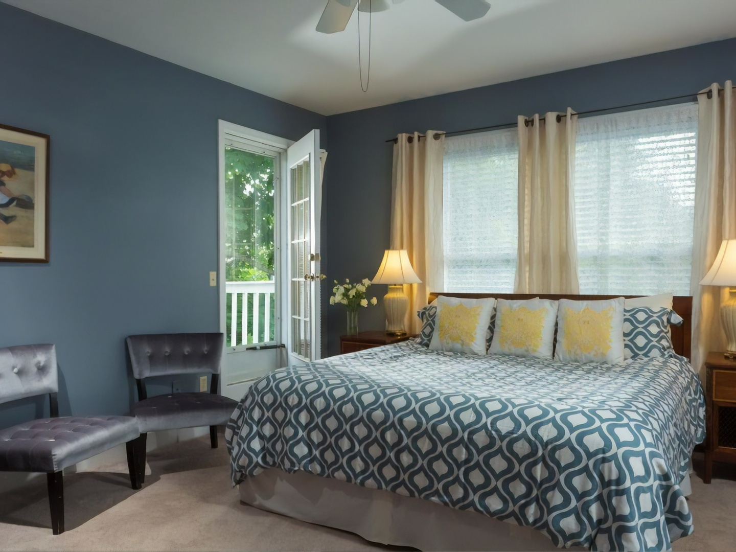 A bedroom with a large bed in a room at Beech Tree Inn & Cottage.