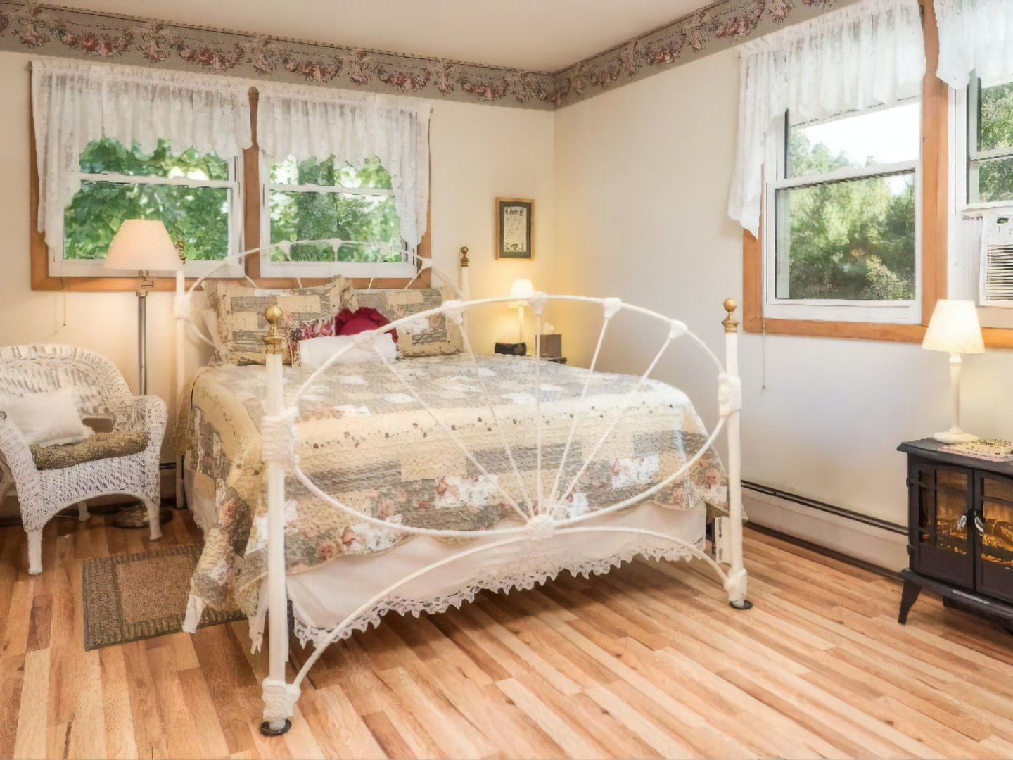 A room filled with furniture and a wood floor at Bowman's Oak Hill Bed and Breakfast.