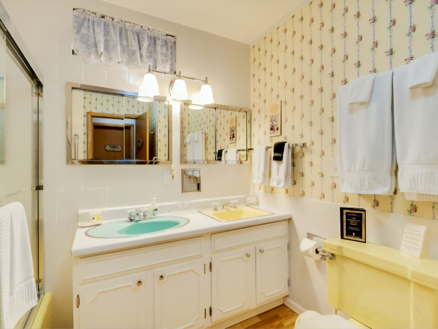 A kitchen with a sink and a mirror at Bowman's Oak Hill Bed and Breakfast.
