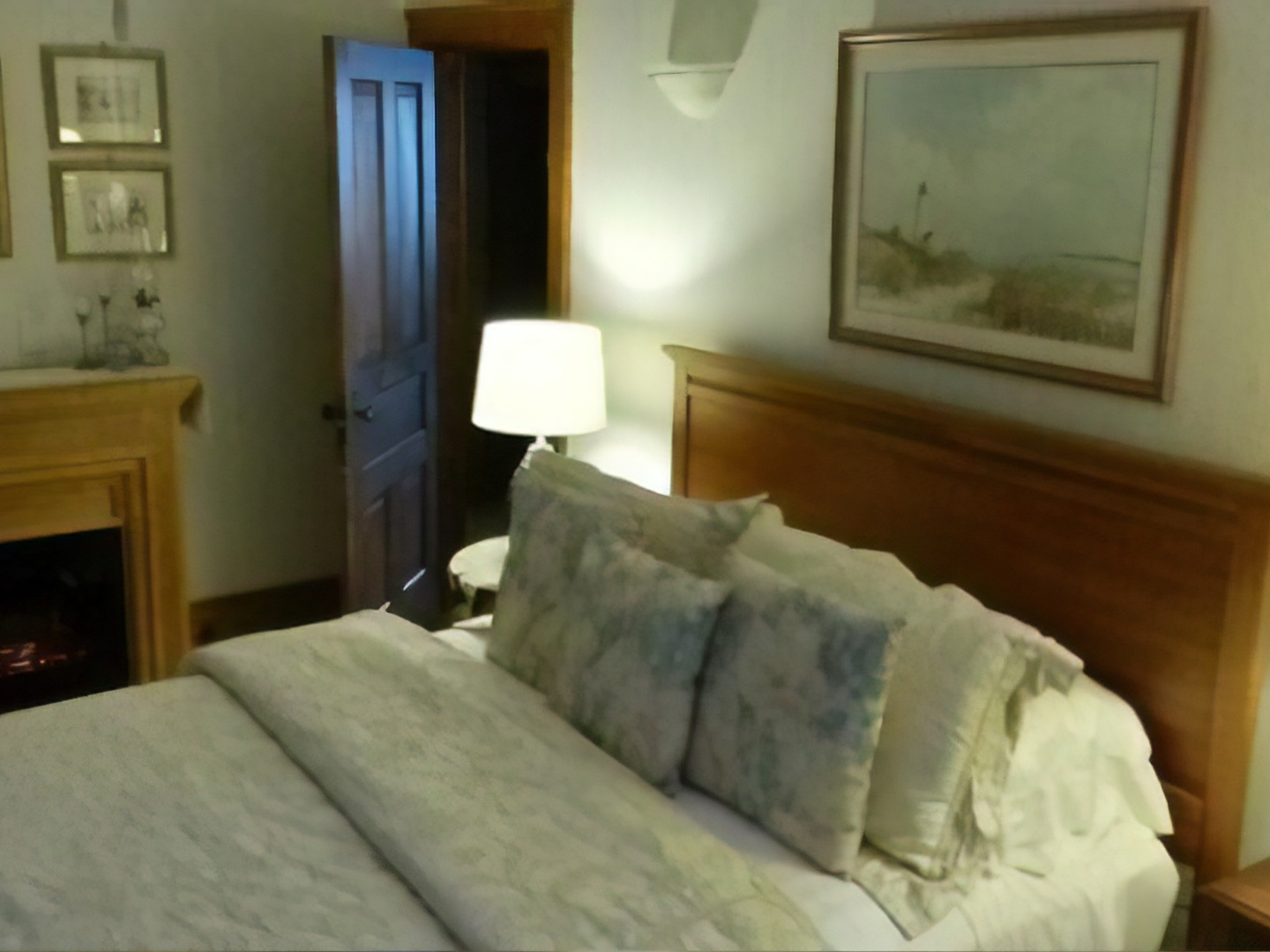 A large bed in a room at Sweet Autumn Inn, LLC.