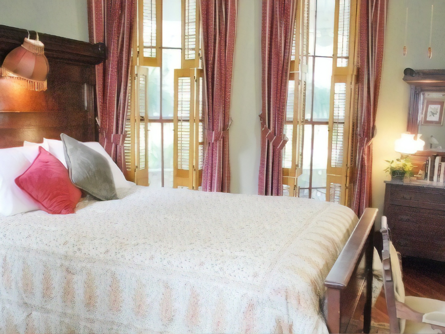 A bedroom with a large bed in a hotel room at Brady Inn.