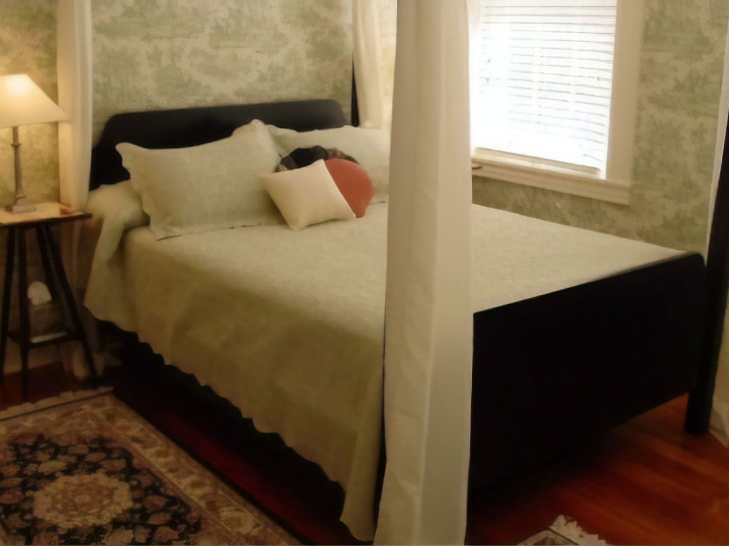 A double bed in a room at Rocky Springs Bed & Breakfast.