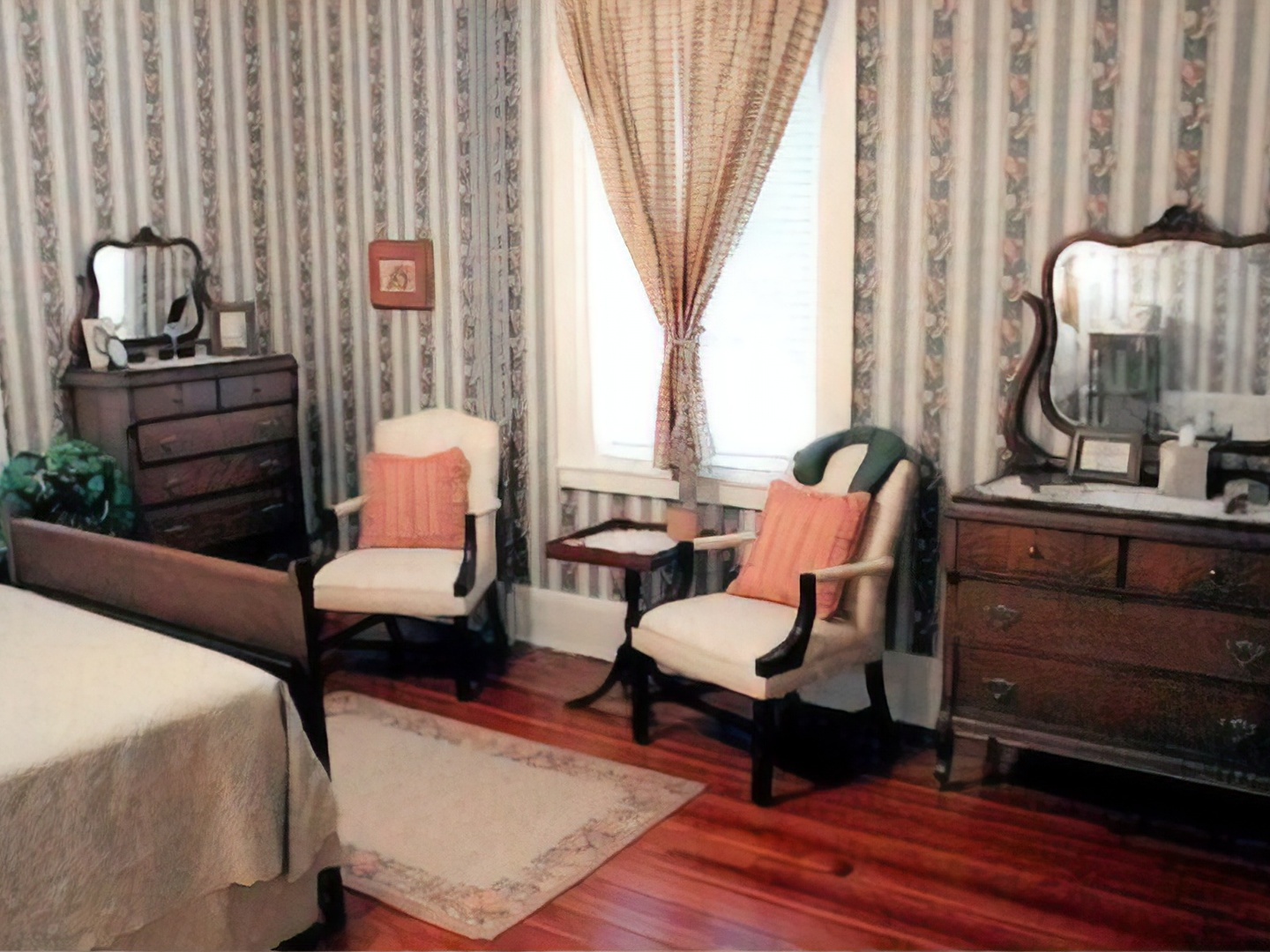 A living room filled with furniture and a curtain at Rocky Springs Bed & Breakfast.