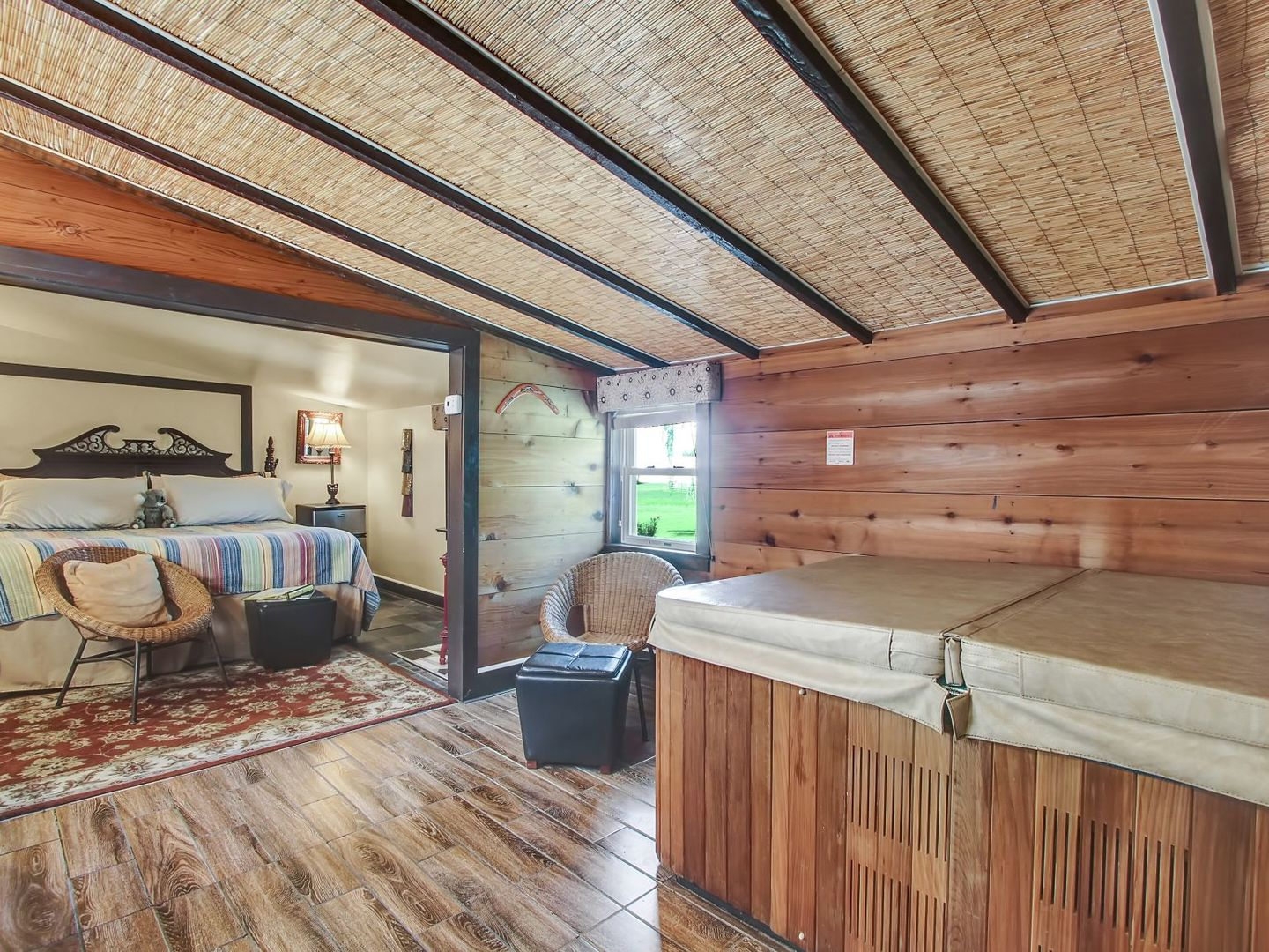 A building with a wooden floor at Australian Walkabout Inn Bed & Breakfast.