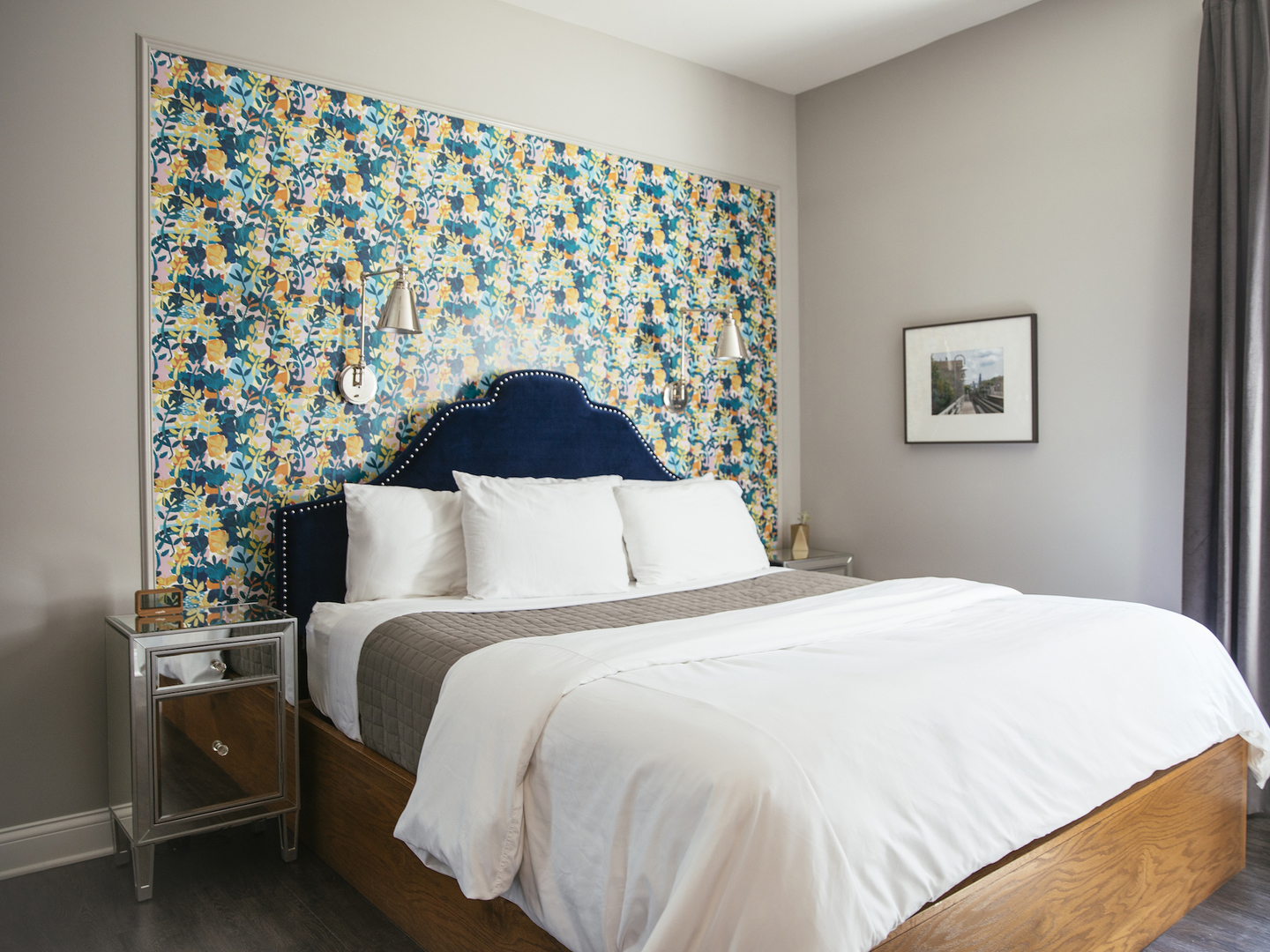 A bedroom with a bed in a hotel room at Wicker Park Inn.