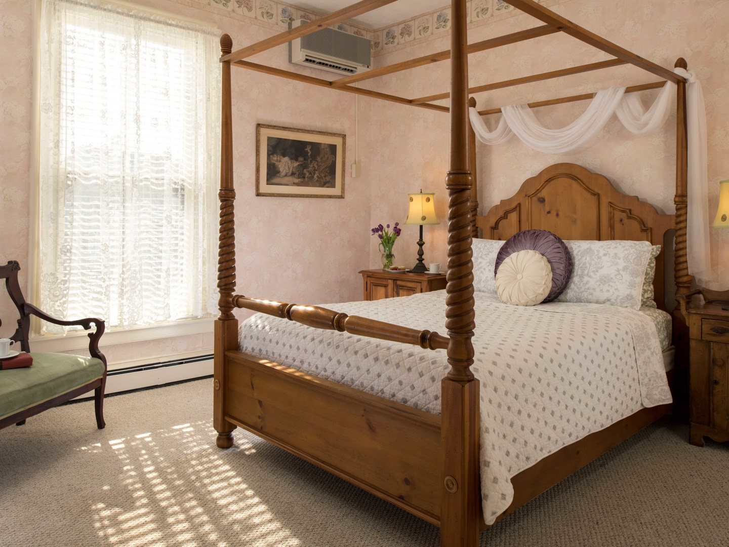 A bedroom with a bed in a room at Mooring Bed & Breakfast.