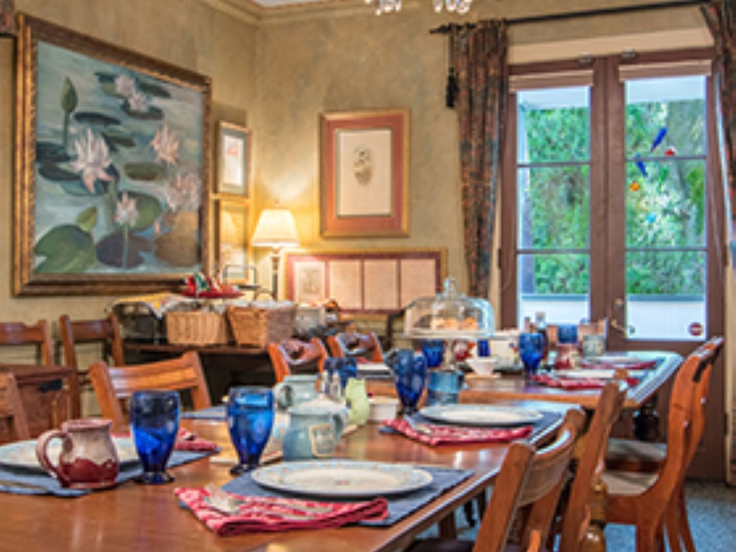 A dining room table at The Stockade Bed & Breakfast.