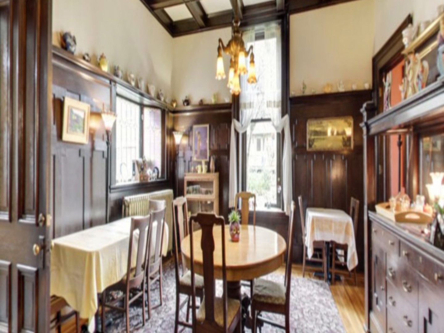 A kitchen with a dining room table at Moondance Inn.
