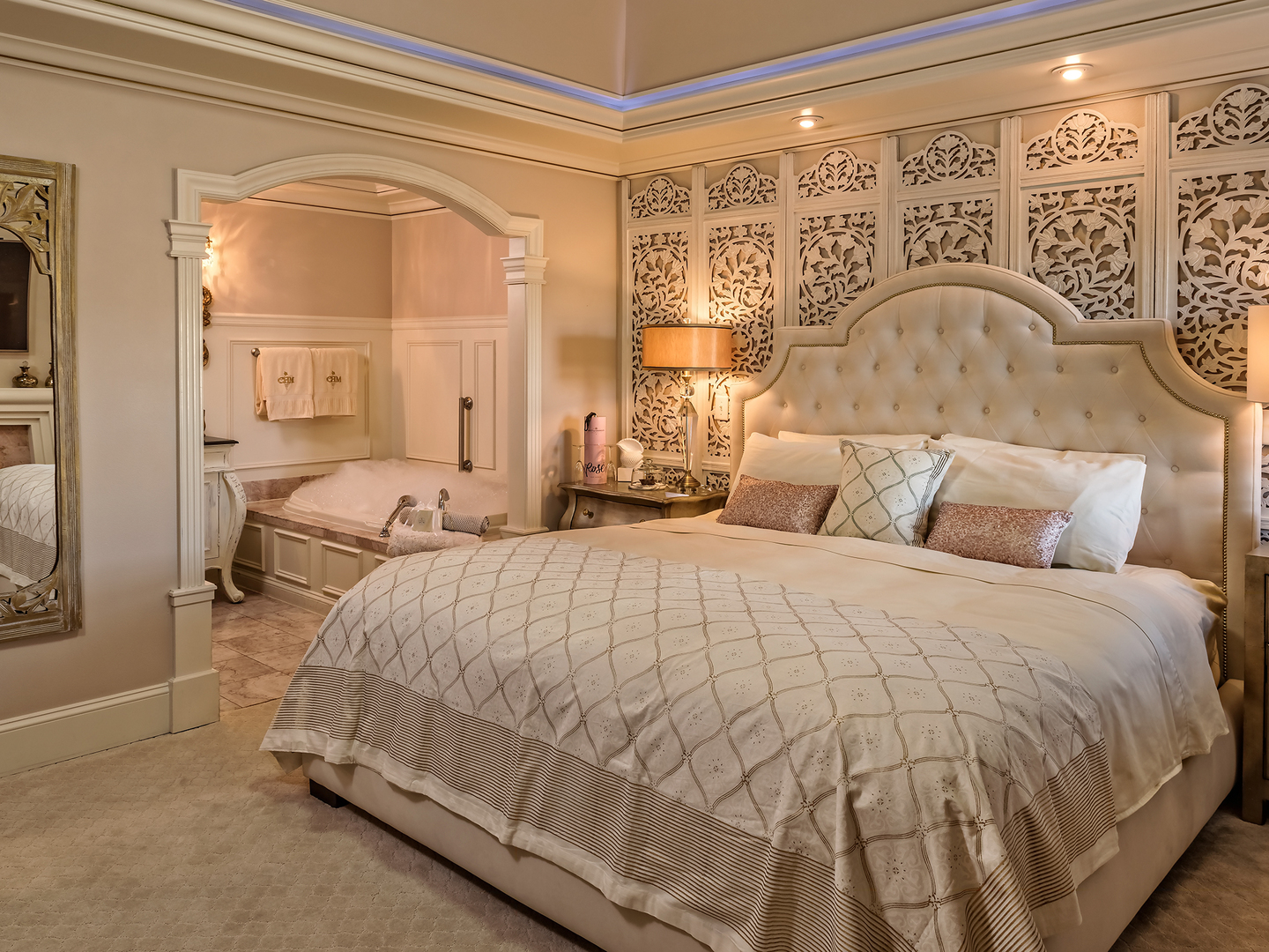A bedroom with a large bed in a hotel room at Cameo Heights Mansion.
