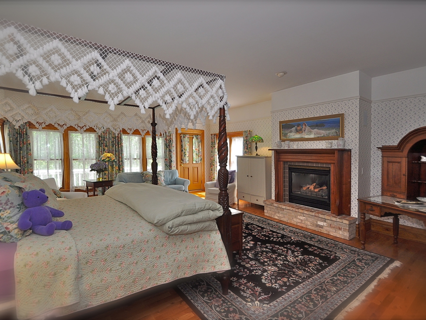 A living room with a bed and a fireplace at White Lace Inn.