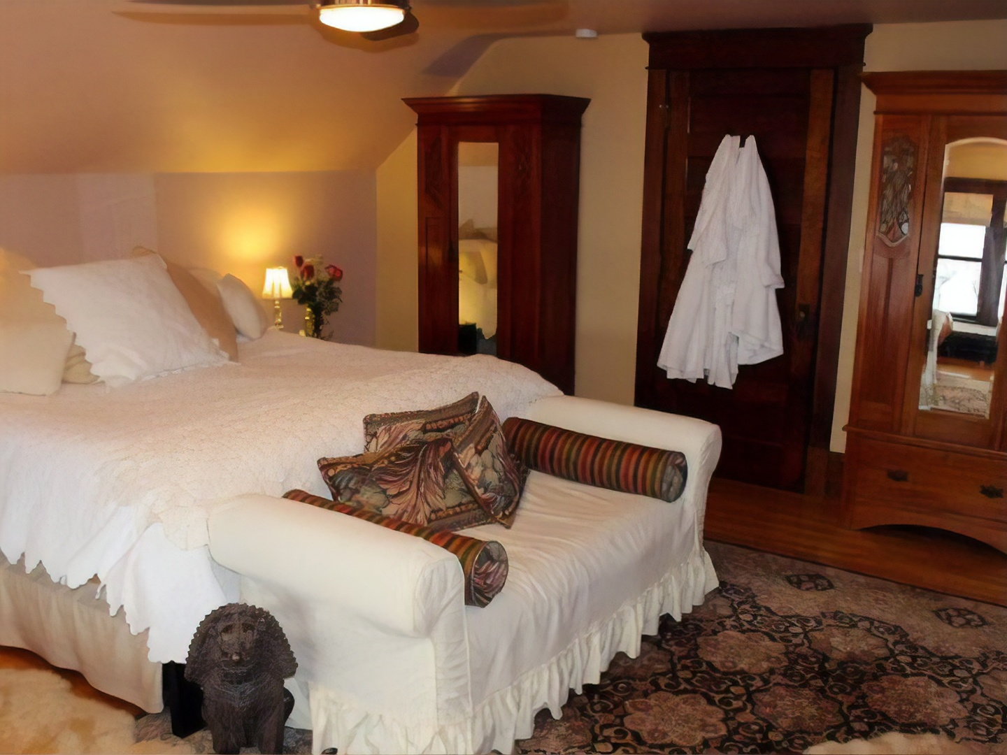 A bedroom with a bed in a hotel room at Como Lake Bed and Breakfast.