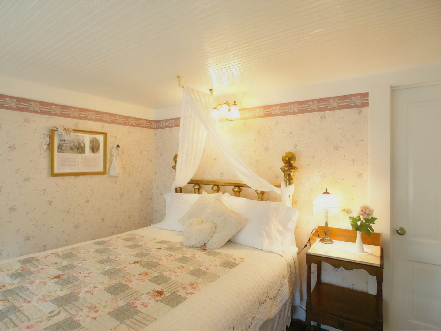 A bedroom with a bed and a mirror at Prospect Historic Hotel Bed and Breakfast Inn.