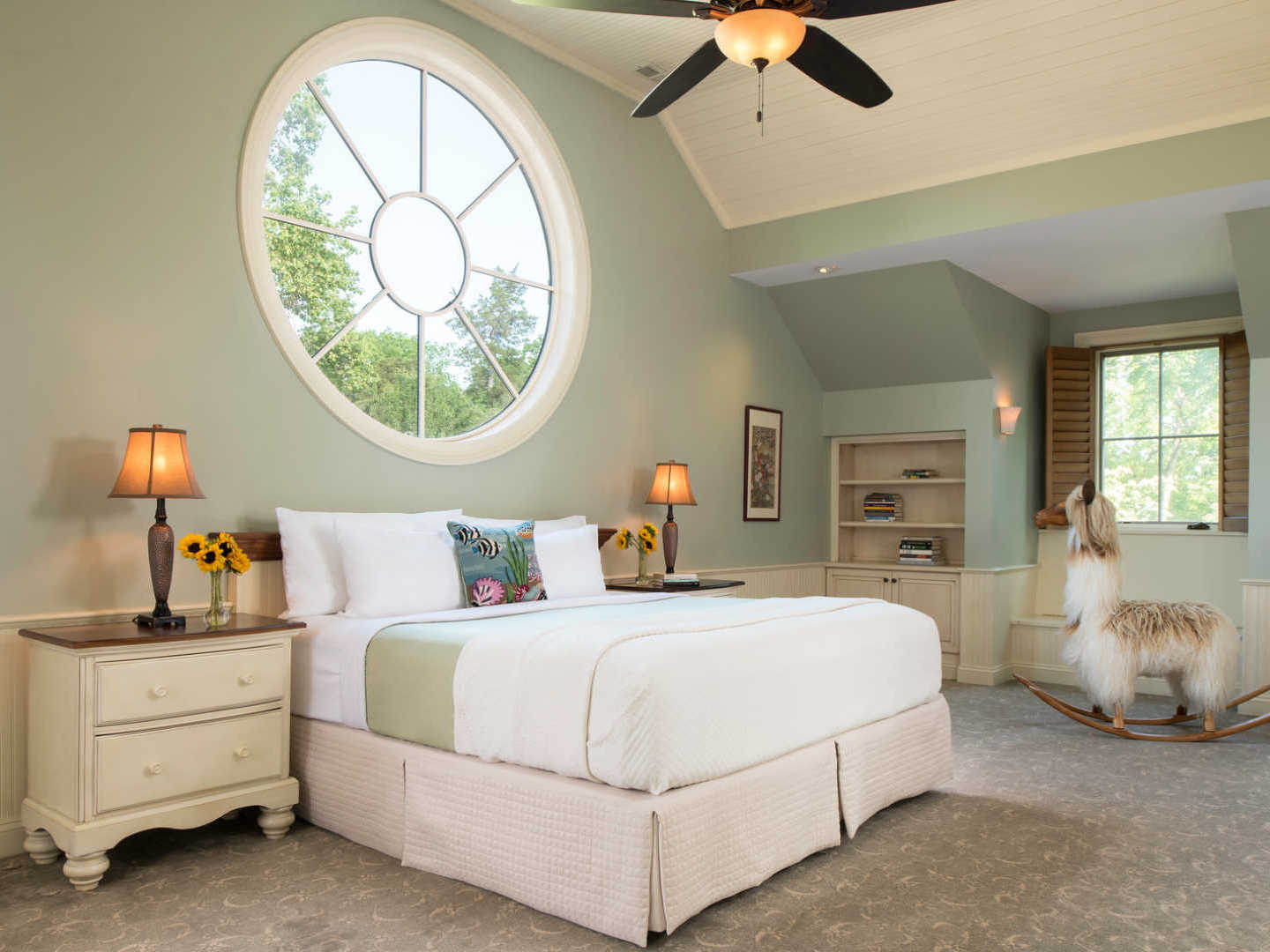 A bedroom with a bed in a room at Great Oak Manor.