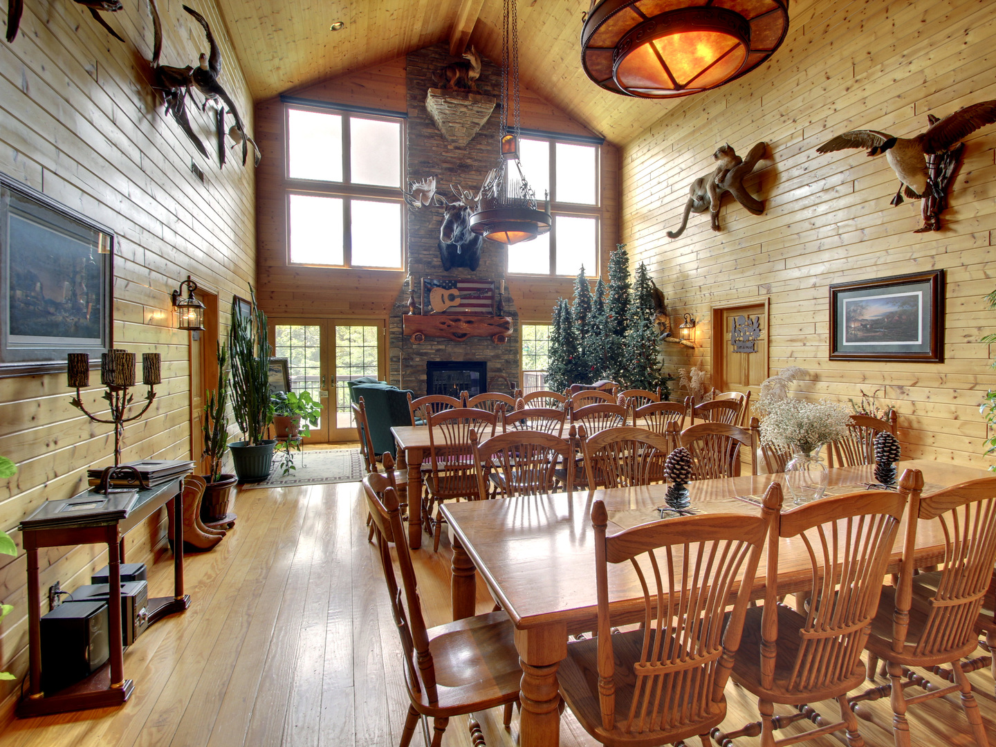 A living room filled with furniture and a fire place at Harpole's Heartland Lodge.