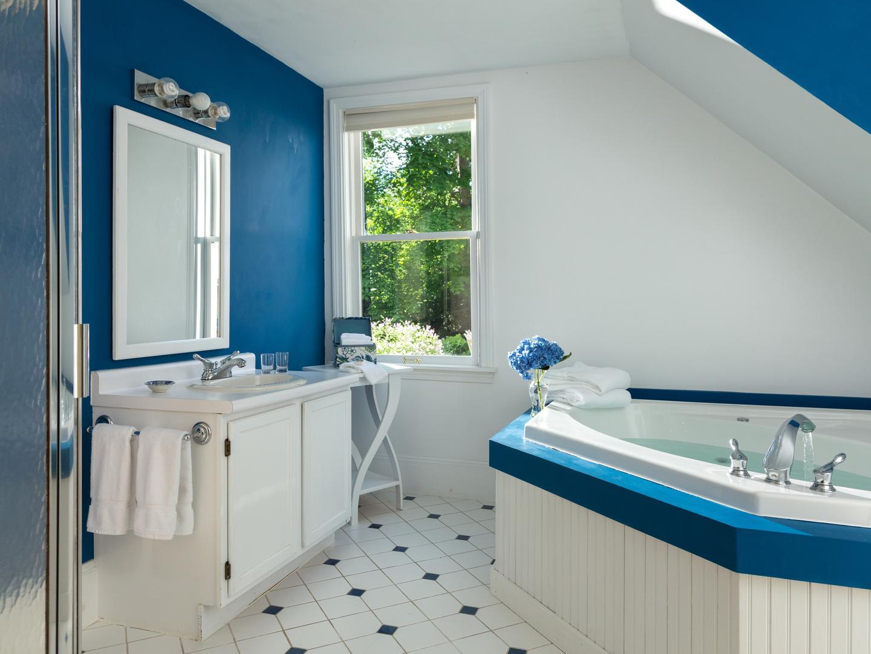A white sink sitting under a blue sky at Hawthorn Inn.