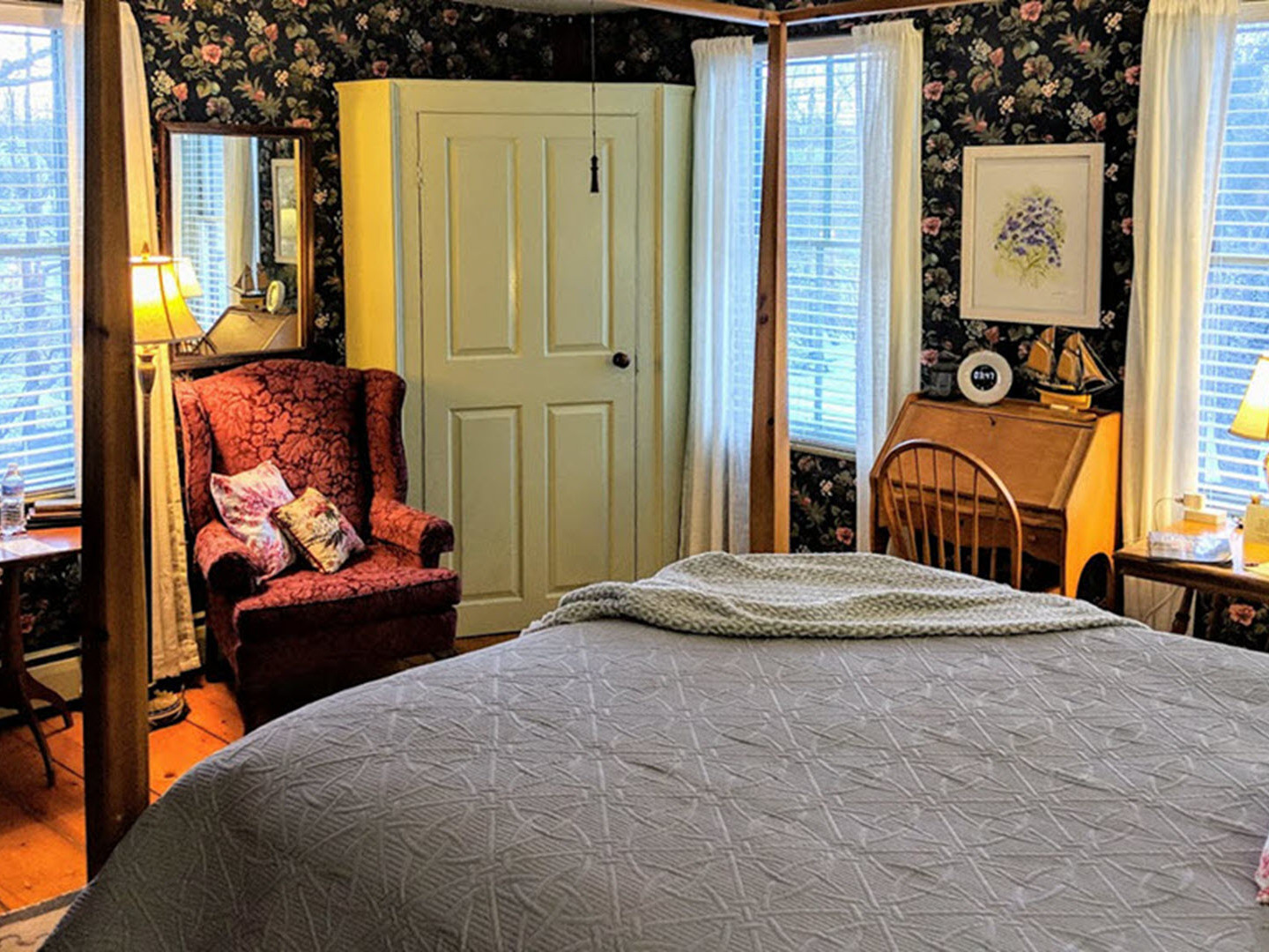 A bedroom with a bed and desk in a room at Elms of Camden.