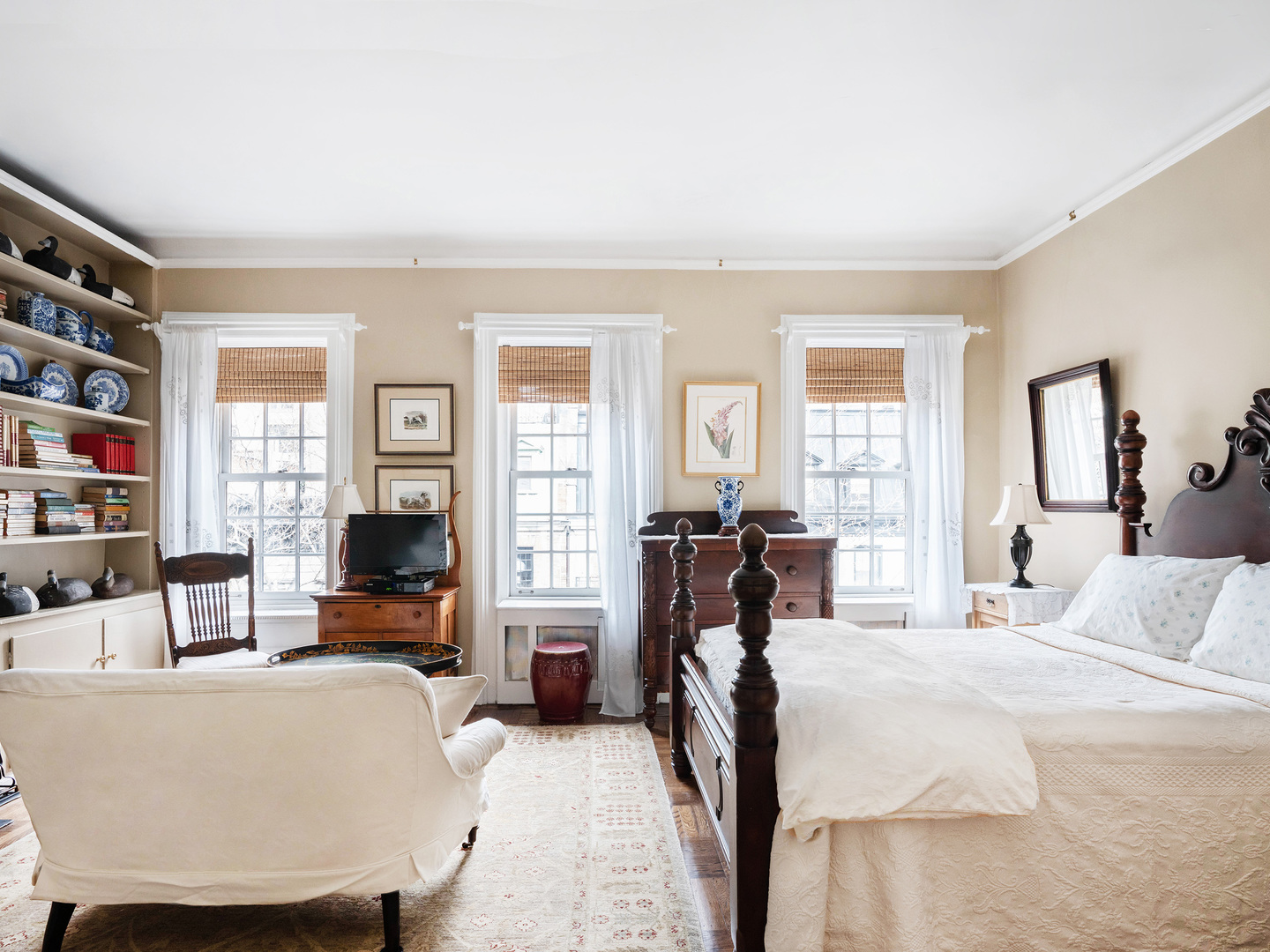 A living room filled with furniture and a bed in a bedroom at 1871 House.