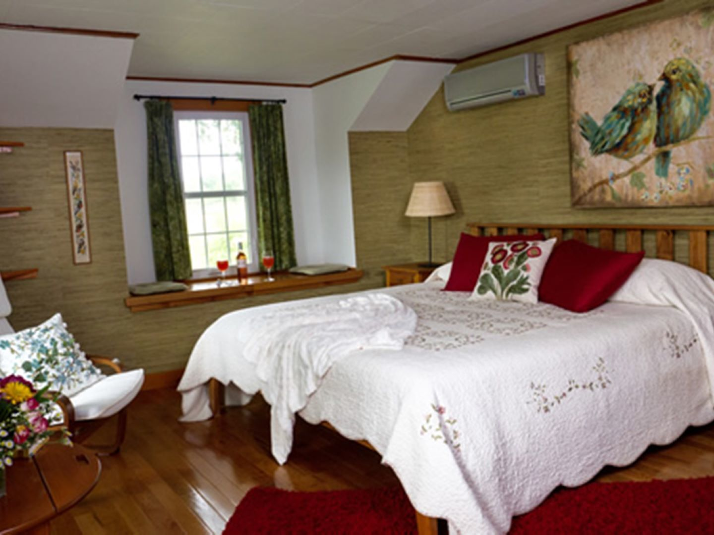 A double bed in a room at Enfield Manor Bed and Breakfast and Vacation Rentals.