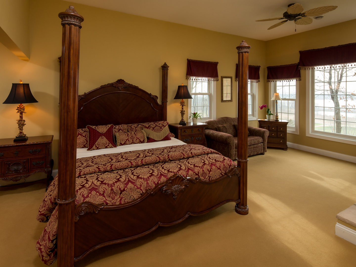 A bedroom with a large bed in a hotel room at Goldmoor Inn.