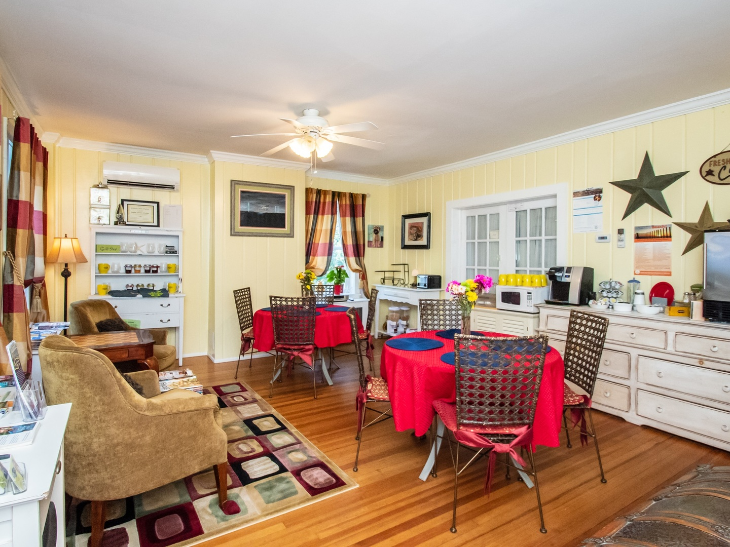 A living room filled with furniture and a table at The Homestead B&B at Rehoboth Beach.