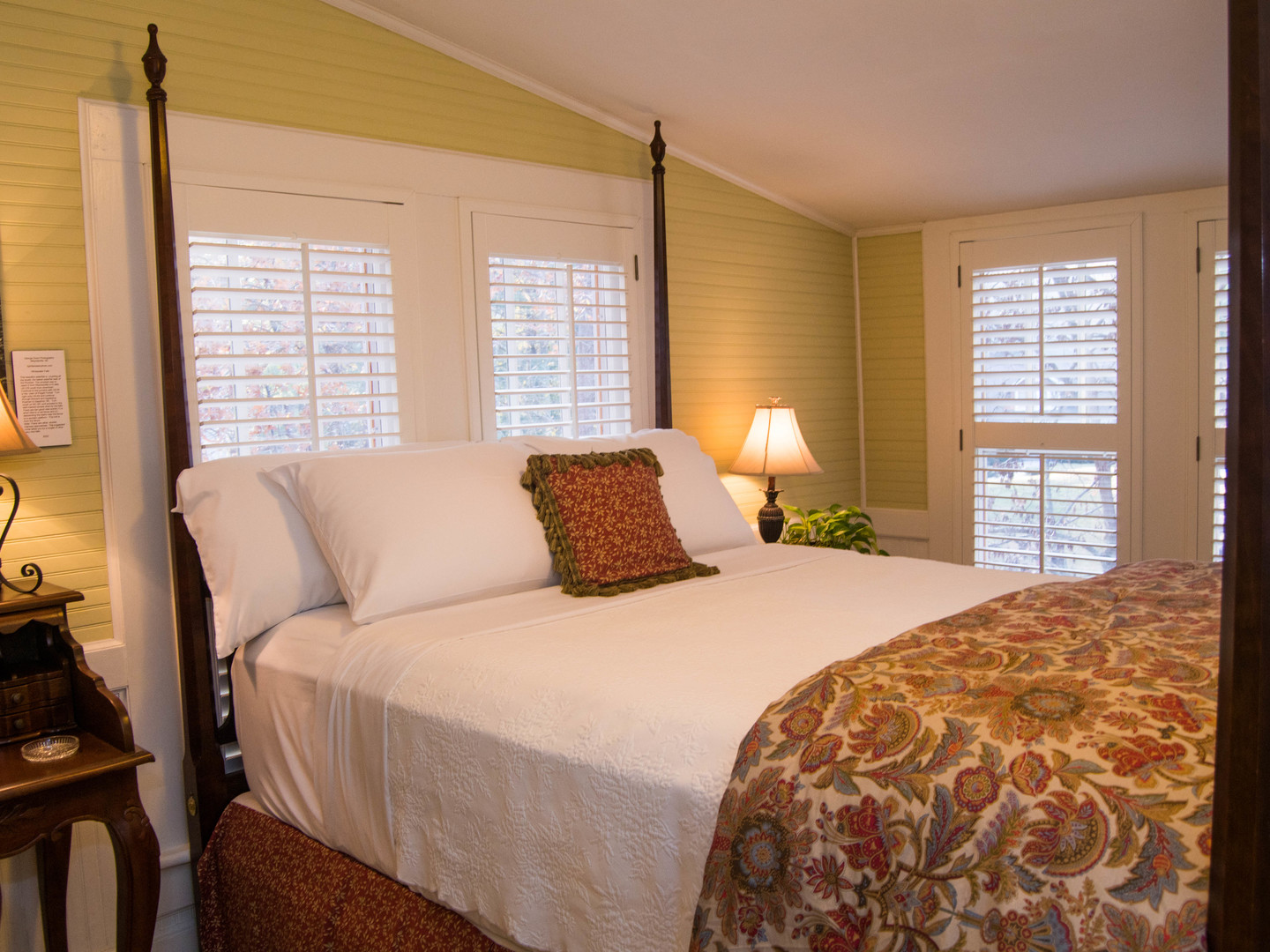 A bedroom with a large bed in a hotel room at Oak Hill on Love Lane Bed & Breakfast.