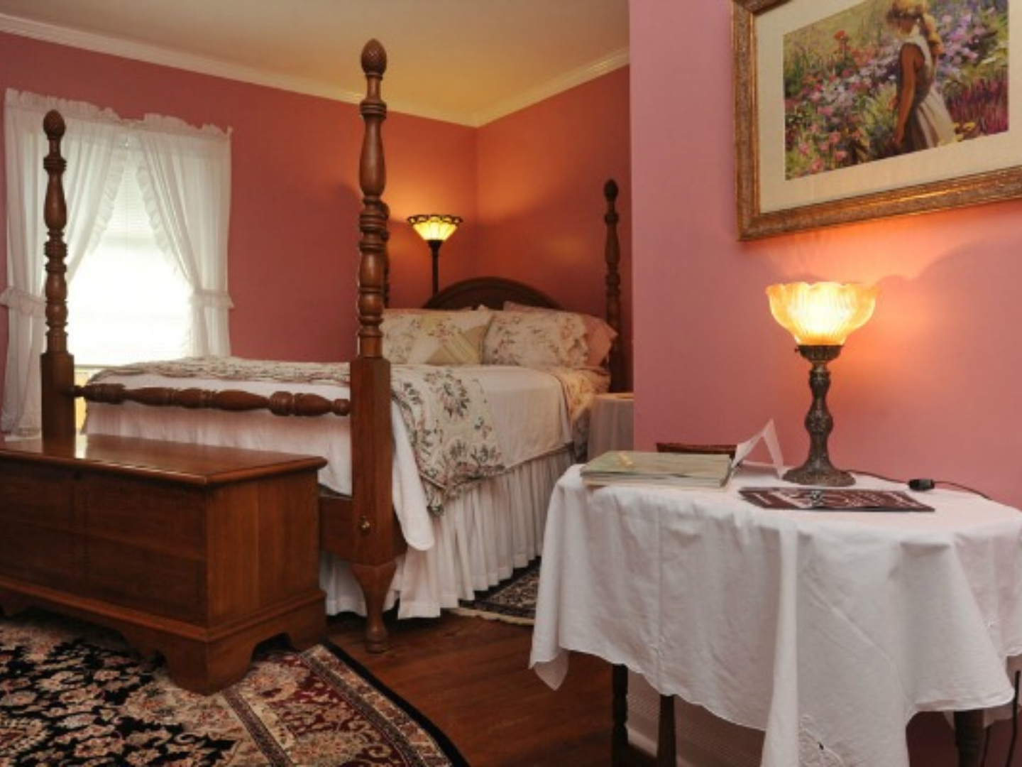 A bedroom with a bed in a room at Dry Ridge Inn Bed and Breakfast.