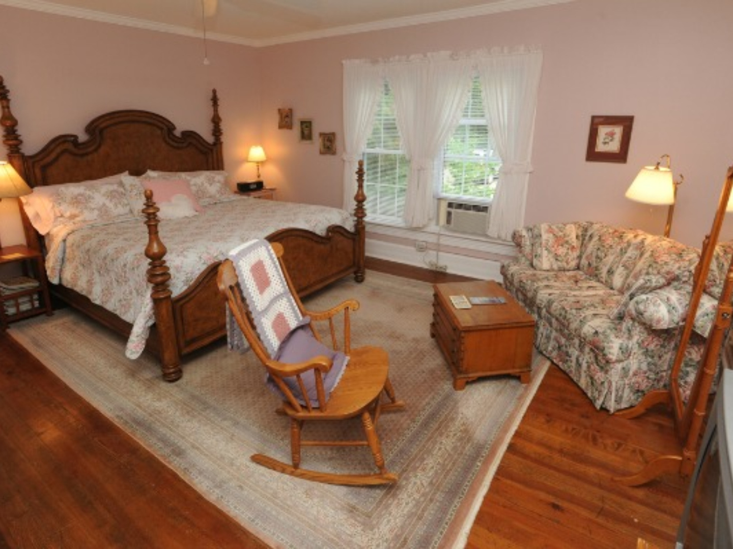 A living room filled with furniture and a fire place at Dry Ridge Inn Bed and Breakfast.