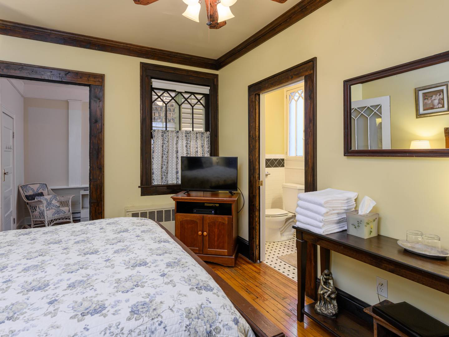A bedroom with a bed and desk in a room at Oakland Cottage Bed and Breakfast.